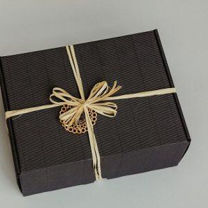 Lietuviškų dovanų rinkinys su padėkliukais ir kavos šaukšteliu